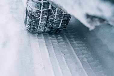 car-tyres-on-snowy-road