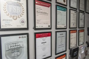 Double Dee Autos - accreditations